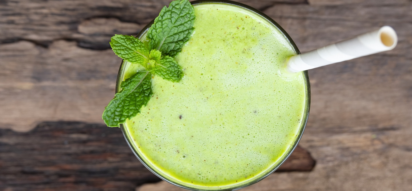 Green smoothie to promote clear skin
