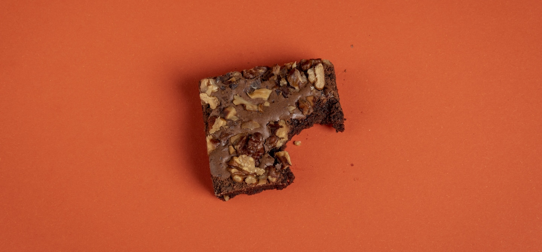 No-Bake Vegan Brownies - The Wellnest by HUM Nutrition