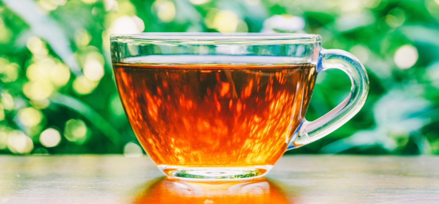 Clear class mug of black tea, which can aid weight loss