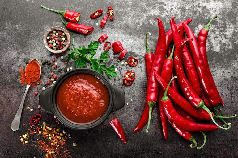 Hot peppers and spices with capsaicin, which can stimulate weight loss on the satiating diet