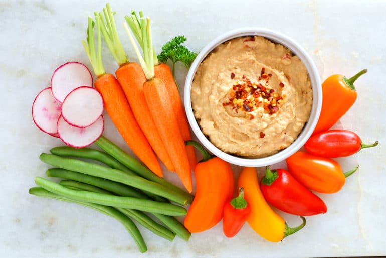 Hummus and Vegetables - Healthy Snacks for Weight Loss - The Wellnest by HUM Nutrition
