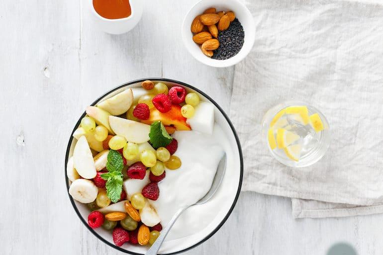 Greek yogurt with fresh fruit and honey for a Mediterranean diet breakfast