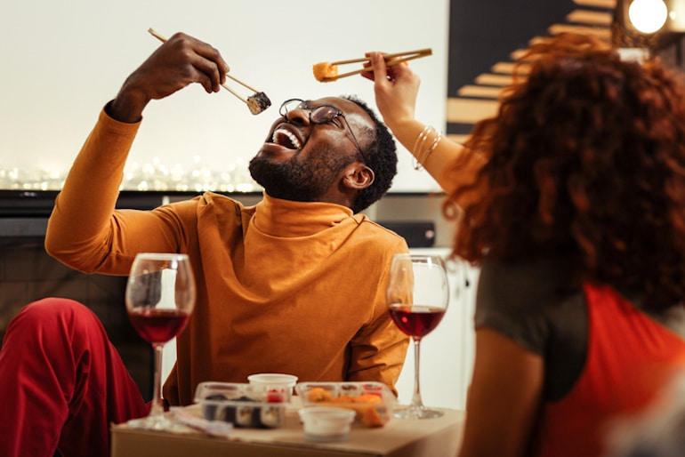 Couple eating sushi to illustrate the first cephalic phase of digestion