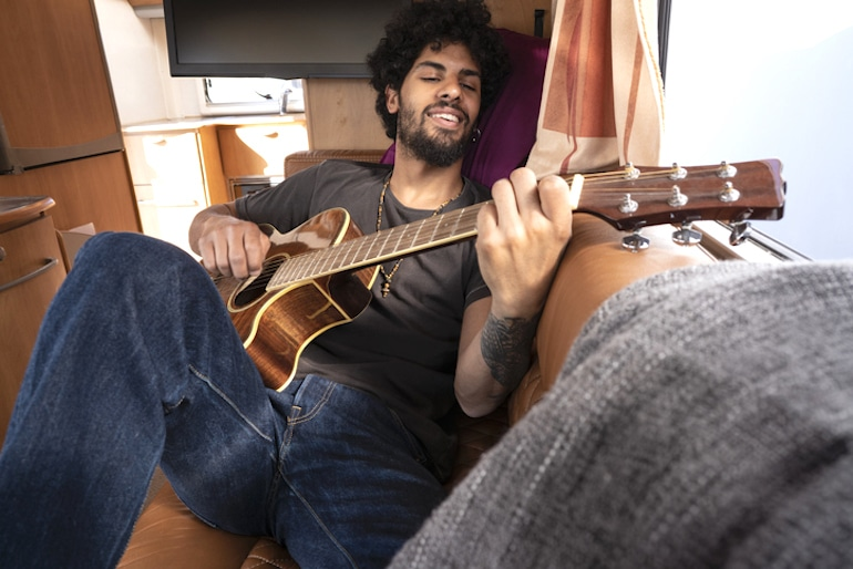 Man playing guitar, a fun way to exercise your brain