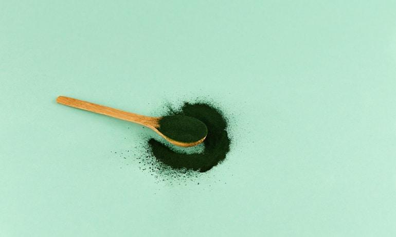 Spoonful of chlorella powder