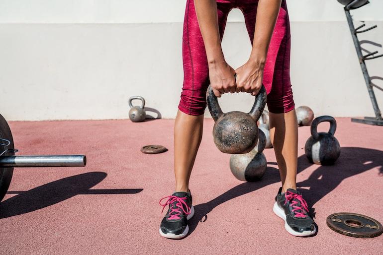 woman lifting a kettlebell